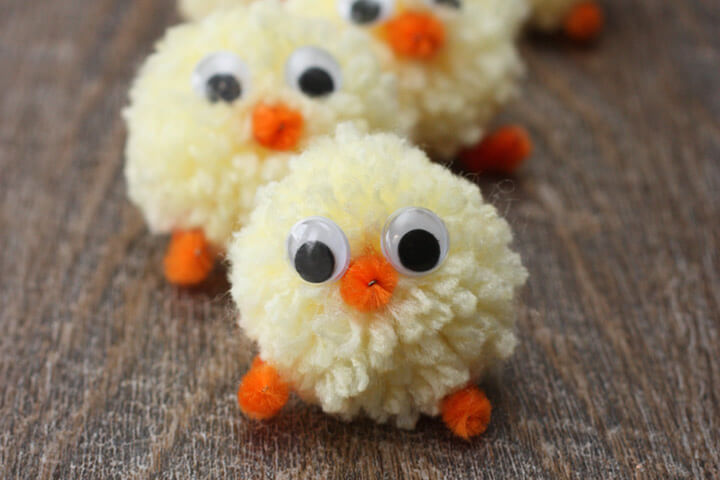 Birds Made With Wool Pom-Poms, Easter Eggs, Easter Crafts To Make, Egg Crafts, Bunny Crafts, Pom Pom Crafts, Diy Crafts With Yarn, Yarn Crafts For Kids, Cute Kids Crafts, Craft Kids