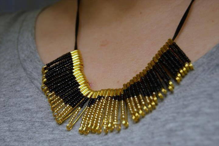 Statement Jewelry, Statement Necklace Outfit, Necklace Ideas, Bracelets, Bib Necklaces, Stacked Necklaces, Layering Necklaces, Chunky Necklaces, Layered NecklaceGold Prom Dresses, Rhinestone Necklace, Red Rhinestone, Bridal Necklace, Bracelets, Bib Necklaces, Bangles, Aurora Borealis, Diy JewelryNecklace Tutorial, Beading Jewelry, Jewelry Making Beads, Jewellery Making, Jewelry Making Tutorials, Wire Jewelry, Jewelry Crafts, Beaded Necklace,Statement Jewelry, Statement Necklace Outfit, Necklace Ideas, Bracelets, Bib Necklaces, Stacked Necklaces, Layering Necklaces, Chunky Necklaces, Layered NecklaceDiy Necklace Statement, Beaded Necklace, Beaded Jewelry, Pearl Necklace, Armband, Pearl Chain, Pearl Beads, Pearl Jewelry, Diy Collares,
