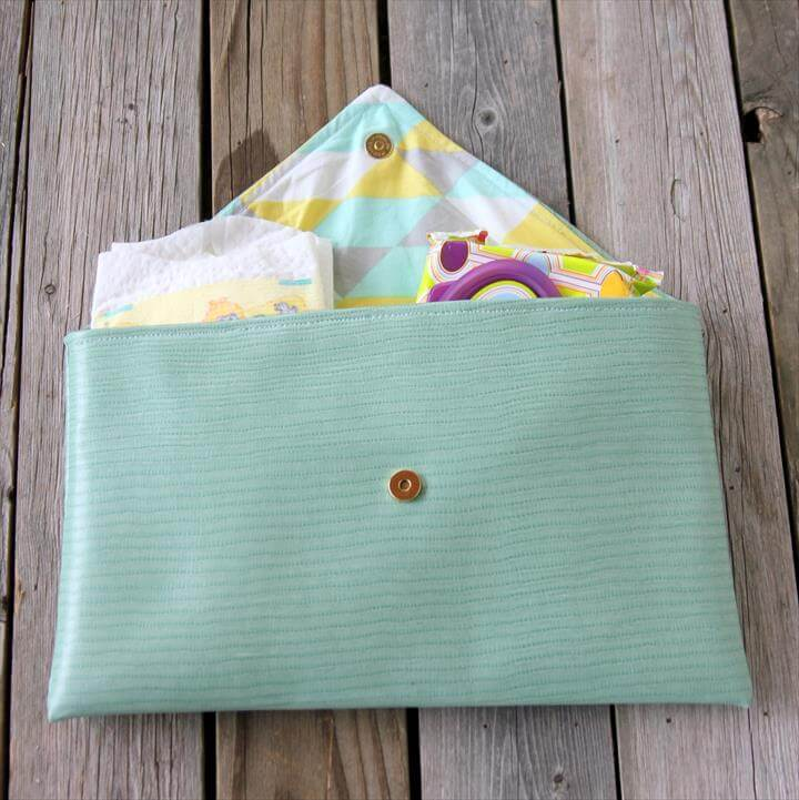 DIY diaper clutch, Diy Baby Gifts, Baby Diy Stuff, Homemade Baby Gifts, Sew Gifts, Gifts Uk, Xmas Gifts, Diy Diaper Bags, Diy Nappy Bag,, Crochet Diaper Bag, Sewing Ideas Sewing Projects, Baby Things, Happy Baby, Diaper Holder, Baby Sewing, Baby Coming, Little Girl Clothing, Baby Changer, Changing Tables, Sacks, Baby Sewing Projects, Sewing For Kids, Sewing Tutorials, Kid Projects, Sewing Ideas, Sewing Crafts, Crochet Projects, Sewing Patterns, Diaper Clutch Tutorial, Diaper Holder, Diapers, Doors, Cosmetic Bag, Handkerchief Dress, Bag, Kids Rooms, Bags, Projects For Kids, Factory Design Pattern, Patron De Couture, Baby Sewing Projects, Sewing For Kids, Sewing Tutorials, Kid Projects, Sewing Ideas, Sewing Crafts, Crochet Projects, Sewing Patterns, Diaper Clutch Tutorial, Diaper Holder, Diapers, Doors, Cosmetic Bag, Handkerchief Dress, Bag, Kids Rooms, Bags, Projects For Kids, Factory Design Pattern, Patron De Couture, Diaper Clutch Tutorial, Zipper Pouch Tutorial, Baby Travel, Travel Set, Travel Tips, Diy Craft Projects, Sewing Projects, Diy Crafts, Diy Diapers, Satchel Handbags, Purses, Accessories, Dressmaking, Bebe, Viajes, Travel Advice, Do It Yourself, Diy Home Crafts, Crafts, Diy Projects, Diy Baby Gifts, Baby Crafts, Baby Shower Gifts, Diy Diapers, Diy Diaper Bags, Baby Sewing Projects, Baby Boutique, Diy Nappy Wallet, Baby Accessories, Diapers, Crafts, Things To Make, Sacks, Baby Sewing, Baby Giveaways, Push Presents, Kids Boutique,