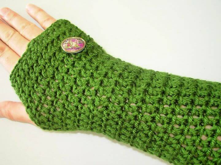 simple crochet gloves, gloves with button, crochet projects
