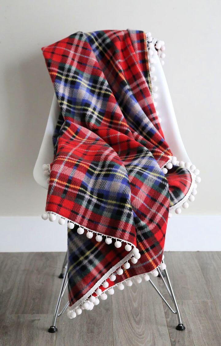 diy fleece blanket, great holiday gift, christmas holiday ideas, do it yourself