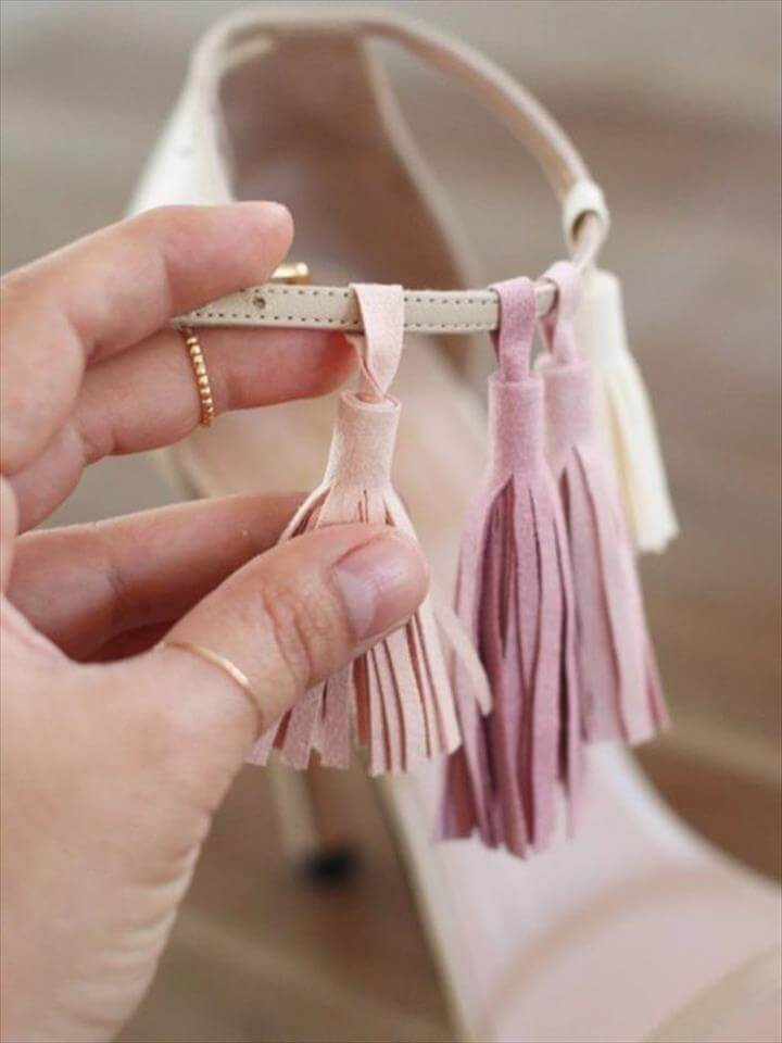 DIY Tassel Sandals, Boho Sandals, Diy Clothes, Shoe Refashion, Diy Fashion, Fashion Clothes, Fashion Shoes, Latest Fashion, Shoes Heels, Pumps, Shoe Boots, High Heels, Shoe Bag, Pompoms, Diy Bags Leather, Diy Leather Tassel Keychain, Diy Leather Sandals, Leather Diy Crafts, Diy Jewelry, Leather Jewelry Tutorials, Jewelry Making, Tassles Diy, Leather Glue, Diy Leather Clutch, Leather Bag Tutorial, Clutch Tutorial, Diy Clutch, Leather Fringe, Diy Tutorial, Fabric Glue, Refashioned Clothes, Diy Tassel, Summer Accessories, Easy Diy Crafts, Real Leather, Diy Fashion, Fashion Tips, Gold Accents, Cute Sandals, Boho Sandals, Diy Tassel, Tassels, Shoes Heels, Shoe Boots, Strappy Shoes, Diy Shoe, Diy Fashion, Fashion Tips, Fashion Ideas, Cute Sandals, Shoes Sandals, Diy Tassel, Tassels, Pom Pom Sandals, Summer Diy, Designer Sandals, Summer Shoes, Shoes Sandals, Diy Tassel, Tassels, Pom Pom Sandals, Summer Diy, Designer Sandals, Summer Shoes,