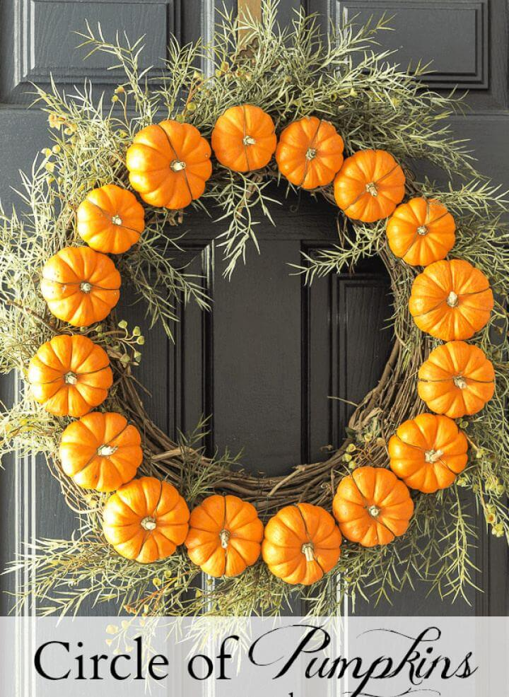 Cute DIY Circle Pumpkin Door Wreath