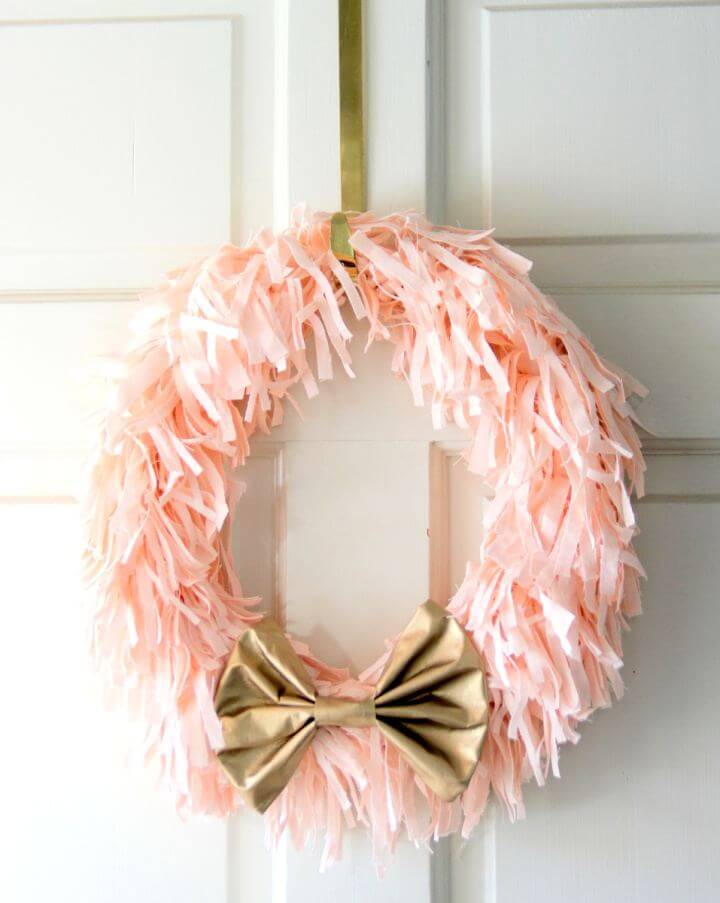 Cute DIY Spring Wreath In Pink And Gold