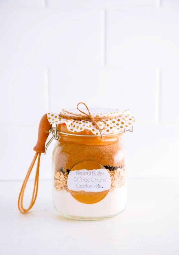 DIY Cookies In A Jar Housewarming Gift