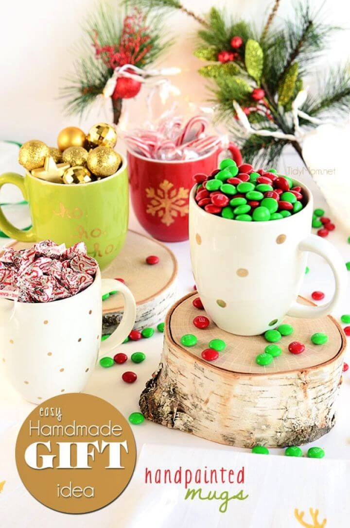 Easy DIY Hand Painted Holiday Mugs Gift