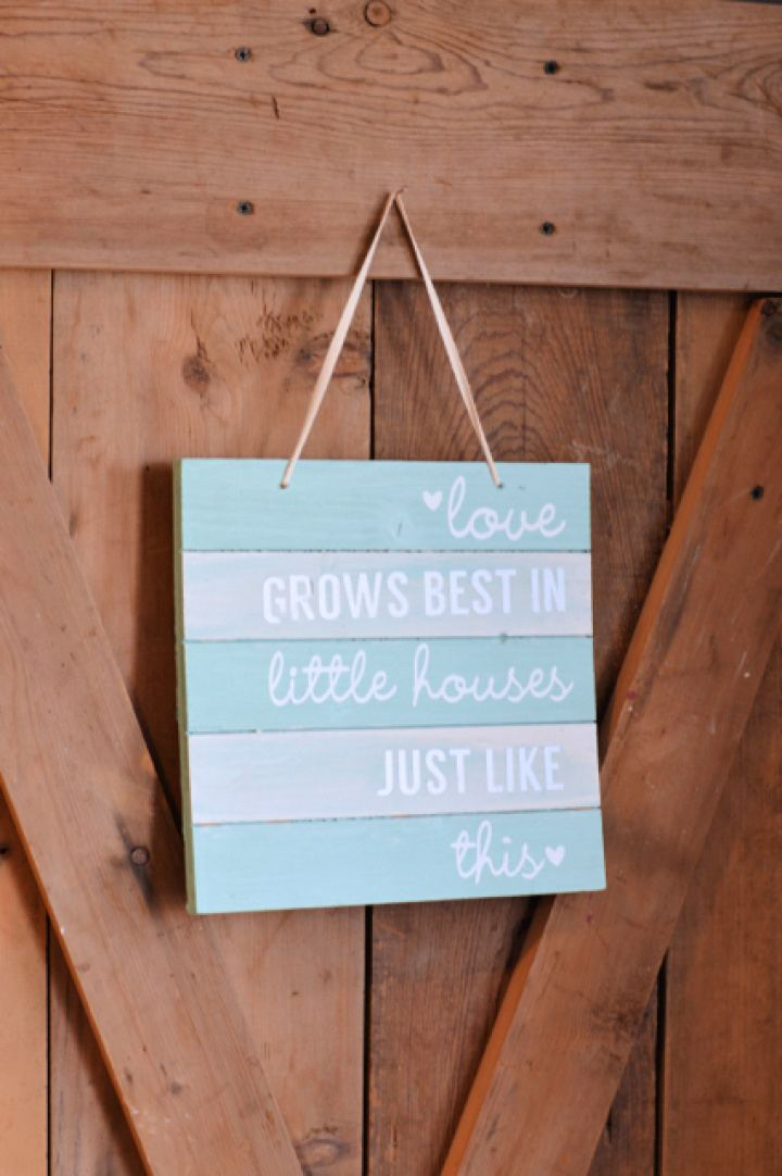 Make A DIY Silhouette Pallet Wood Sign