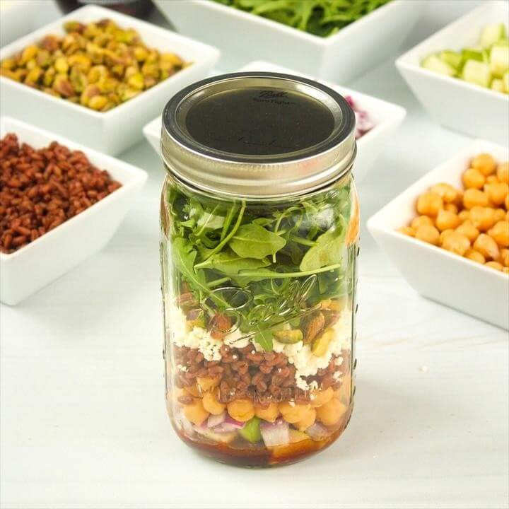 Pomegranate Farro Mason Jar Salad (Make-Ahead!)