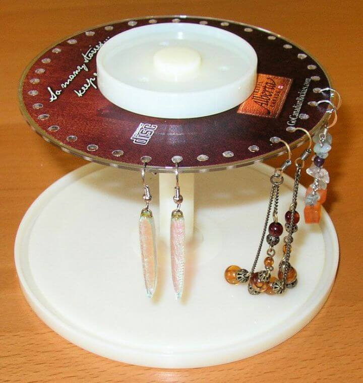 Beautiful DIY CD Spindle Earring Stand