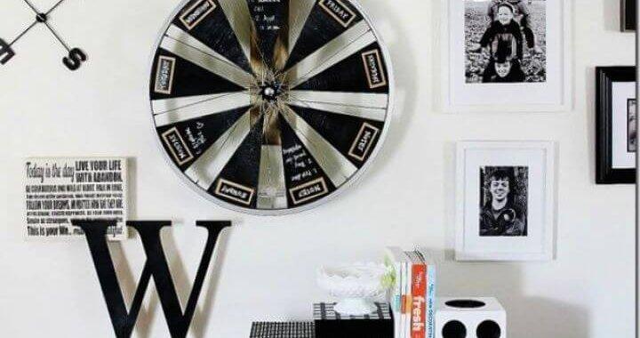 Best DIY Bicycle Wheel Chalkboard Calendar