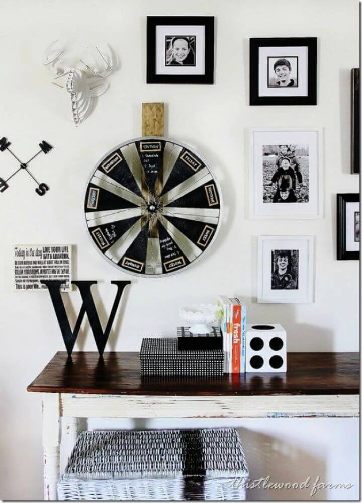 Best DIY Bicycle Wheel Chalkboard Calendar