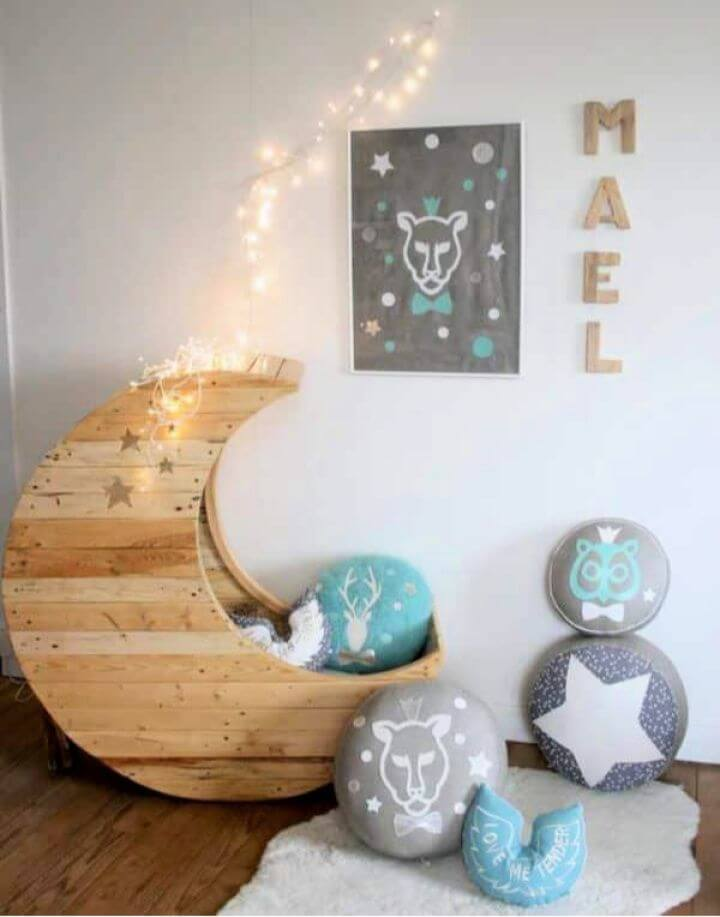 DIY Moon Cradle Made Out Of Wooden Pallets