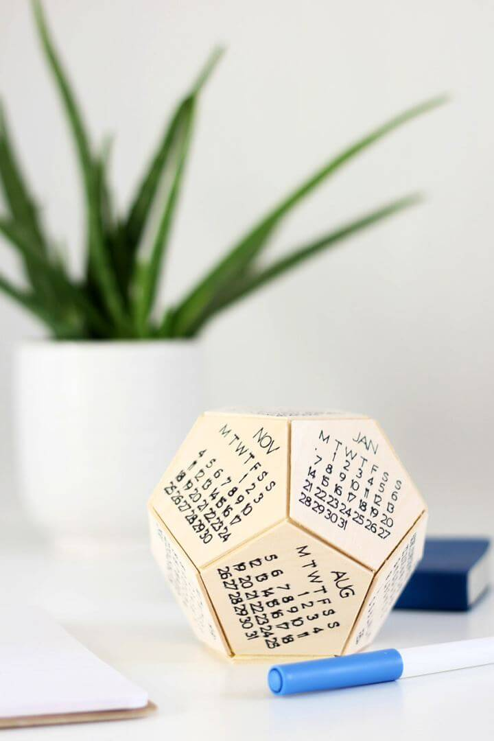 Easy DIY Wooden Desk Calendar with the Cricut Maker
