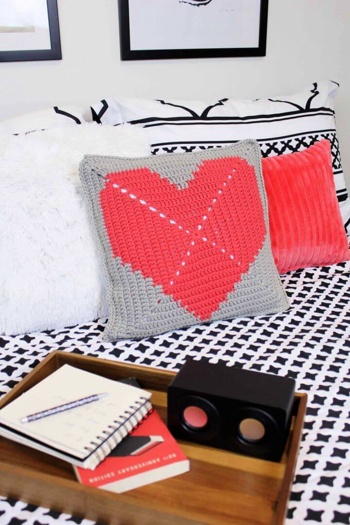 House Or Dorm Warming Free Crochet Pillow Pattern