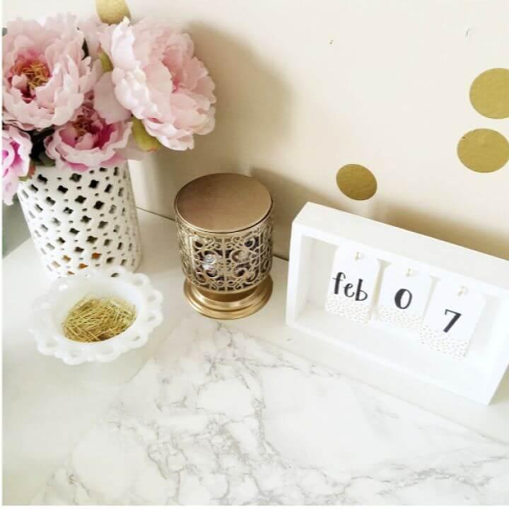 How To Build A DIY Desk Calendar
