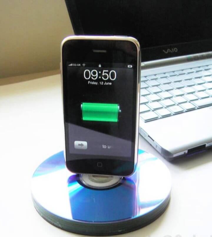 How To DIY Recycled CD IPhone Dock