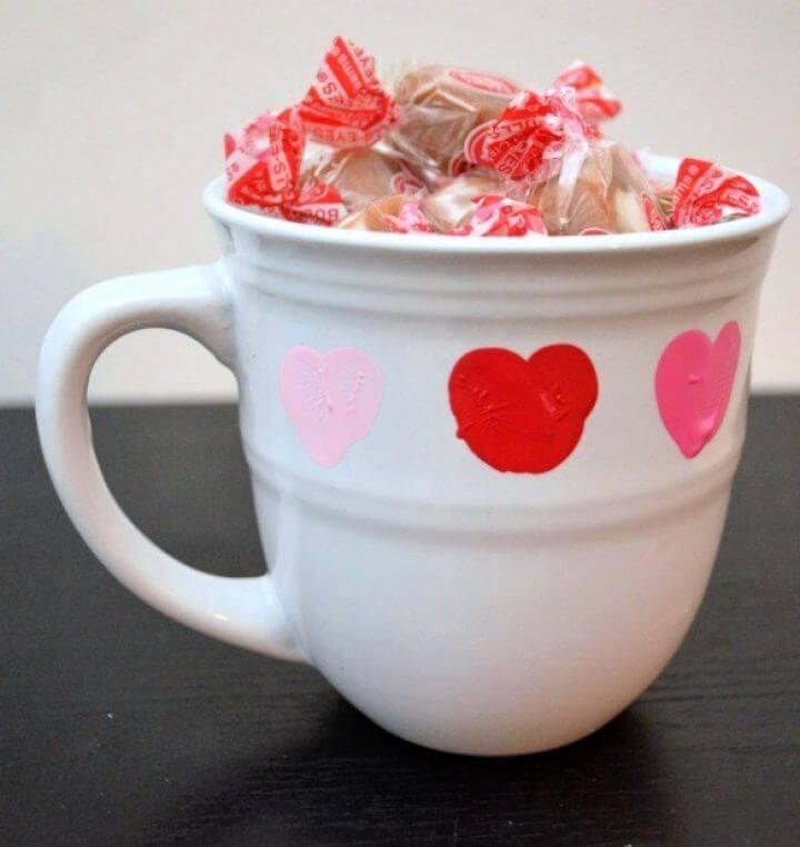 Simple DIY Thumbprint Valentine Mug For Boyfriend
