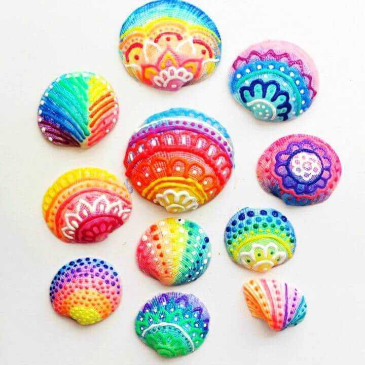 How To Make DIY Painted Sea Shells With Puffy Paint