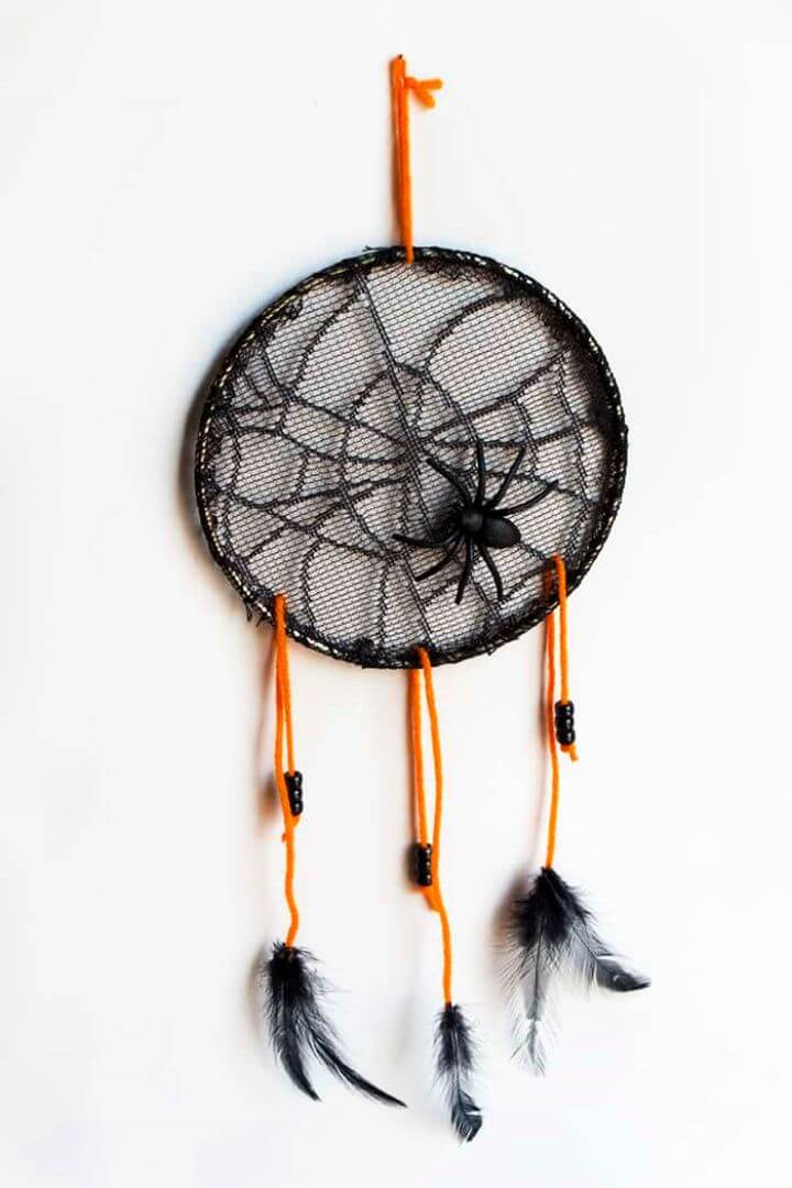 DIY Halloween Ghost Dreamcatcher