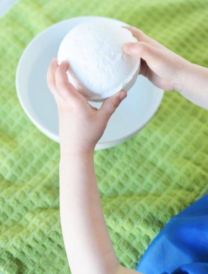 An Easy Bath Bomb Recipe