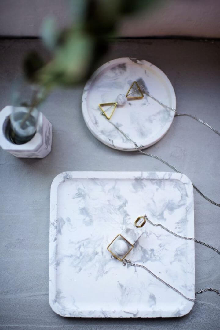 DIY Marbled Tray Using Concrete