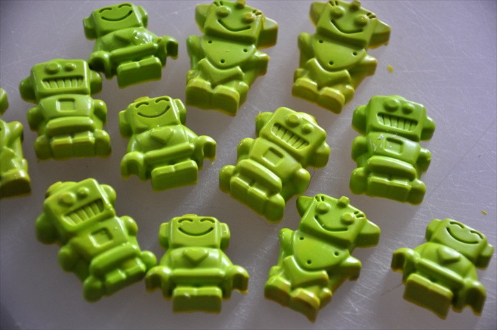 How To Make Robot Shaped Crayons